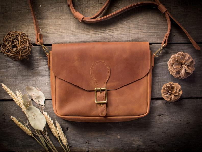 Кожаная сумка как важный аксессуар в создании женского образа